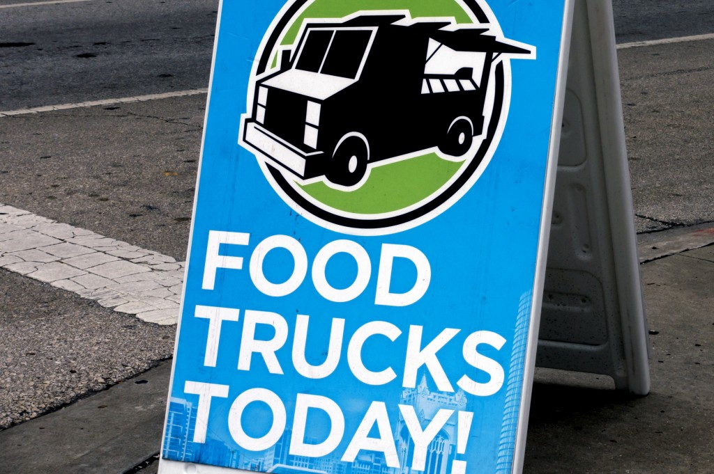shutterstock_281323550-food truck